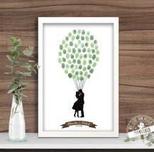 Hochzeitsbaum- Paar hält Lufballone