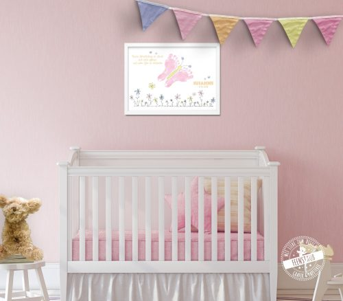 Neugeborenes Fußabdruck Bild mit Schmetterling