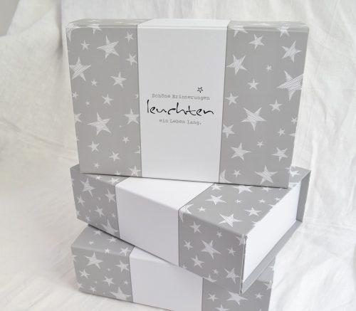 Box zum Sammeln von Erinnerungen als Geschenkidee für zu Taufe und Geburt