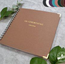 Personalisierbares Gästebuch für Geburtstag mit Prägung in gold und silber