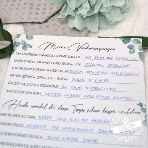 Gästebuchkarten für Zeitkapsel ausgefüllt von Hochzeitsgästen