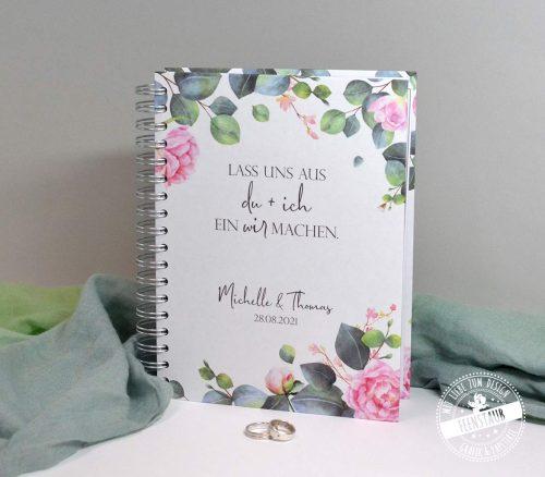 Hochzeitsplaner Buch mit romantischen Rosen