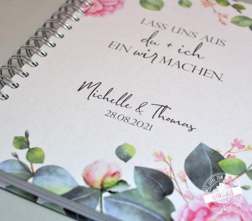 Hochzeitsvorbereitung, Planung leicht gemacht mit dem romantischen Hochzeitsplaner Buch mit rosa Rosen