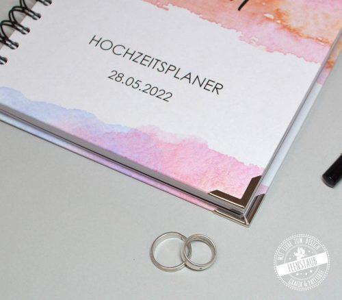 Hochwertiger hardcover Hochzeitsplaner mit Buchecken und Metalbindung