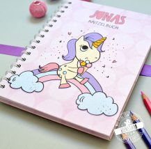 Einhorn Notizbuch für Mädchen in rosa lila türkis, mit aufgedruckten Namen des Schulkinds