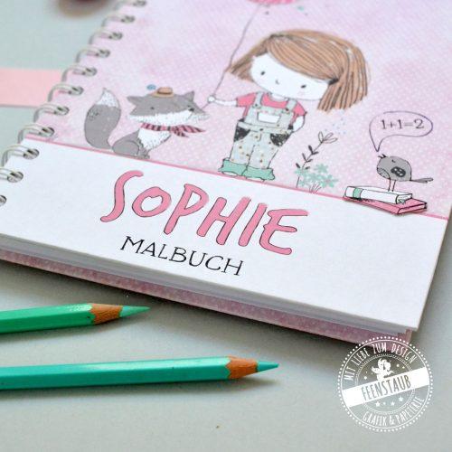 Notizbuch kariert, glatt, gepunktet für den Schulstart mit süßem Mädchen