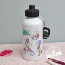 Sportflasche aus Aluminium mit Einhorn, Regenbogen und Namen bedruckt