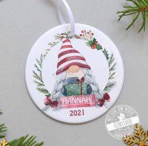 Personalisierte Christbaumkugel mit Weihnachtsgnom